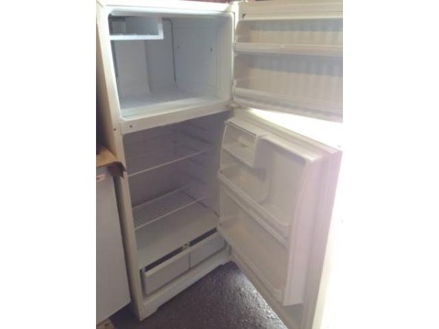 SELLING HOTPOINT 15 XU FT APARTMENT SIZED REFRIGERATOR - $199 ...