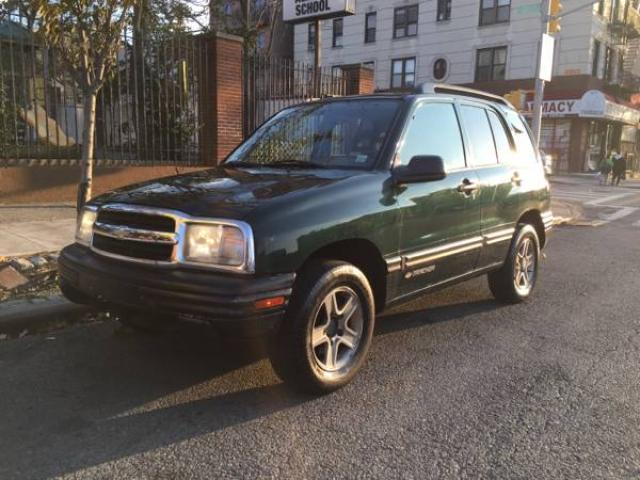 2004 chevrolet tracker for sale 81k milage 3700 brooklyn nyc new york city new york ads. Black Bedroom Furniture Sets. Home Design Ideas
