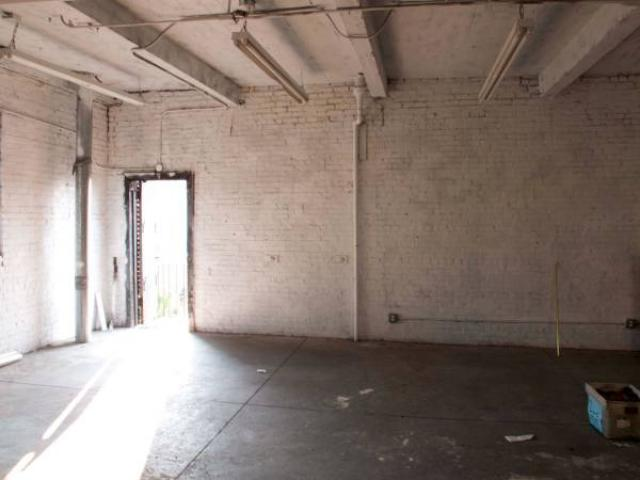 2500 1400ft2 Clean Safe Warehouse Space For Large Storage Or