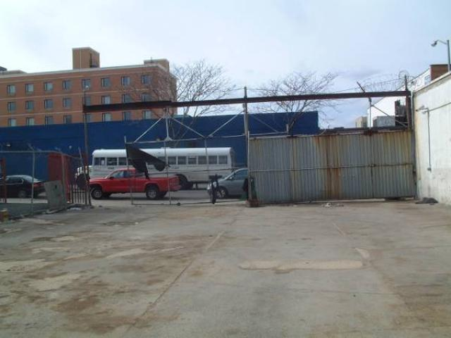 $2700 / 5100ft^2 - Excellent parking or outdoor storage vacant lot for rent - & $2700 / 5100ft^2 - Excellent parking or outdoor storage vacant lot ...
