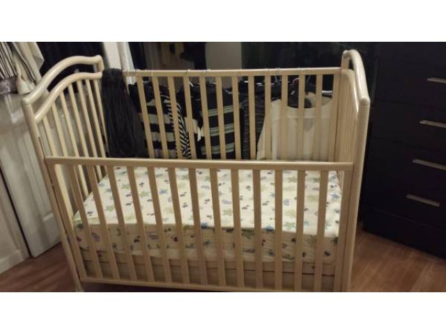 Macy S Solid Wood White Baby Crib With Mattress For Sale 60 Elmhurst Nyc New York City New York Ads