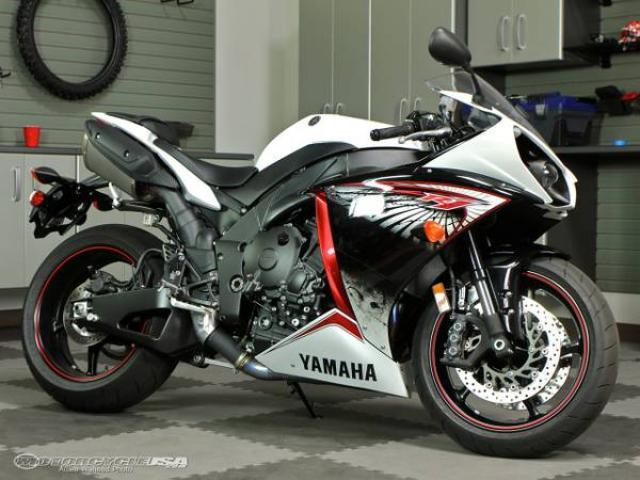 2012 Yamaha r1 white for Sale - $10900 (brooklyn, NYC) New