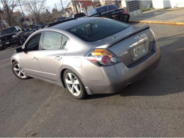 2007 nissan altima 3 5 se sedan for sale 6 speed manual. Black Bedroom Furniture Sets. Home Design Ideas