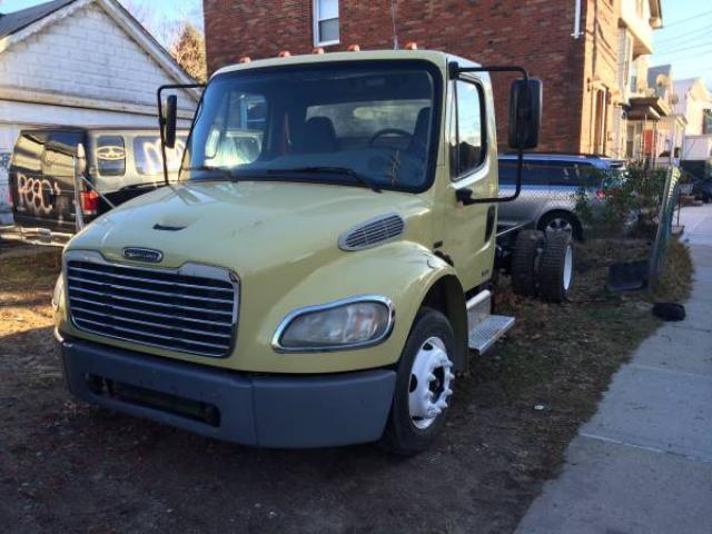 2005 freightliner k137 mercedes benz truck class m2 106 for Freightliner mercedes benz
